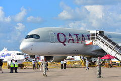 卡塔尔航空空中客车在显示的A350-900 XWB在新加坡Airshow 免版税库存照片