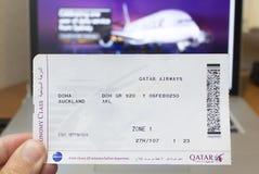 卡塔尔航空登舱牌 图库摄影