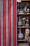 卡塔尔: 在souq出售的古董 库存照片