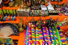 卡塔赫钠,哥伦比亚- 2017年10月, 27日:关闭美好的工艺品在一个公开市场上在卡塔赫钠 免版税图库摄影