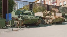 卡塔赫钠,西班牙-大约2017年11月:坦克在火炮博物馆在卡塔赫钠 股票视频