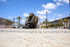 卡塔赫钠,西班牙- 2016年7月13日:纪念碑El Zulo,创造由雕刻家胜者奥乔亚 致力恐怖的受害者 库存图片