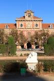 卡塔龙尼亚和荒芜雕塑, Parc de la Ciutadella的议会在巴塞罗那 库存图片