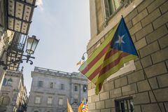 卡塔龙尼亚和西班牙混合了旗子标志巴塞罗那西班牙尝试脱离  库存图片