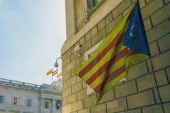 卡塔龙尼亚和西班牙混合了旗子标志巴塞罗那西班牙尝试脱离  免版税库存照片