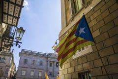 卡塔龙尼亚和西班牙混合了旗子标志巴塞罗那西班牙尝试脱离  免版税图库摄影