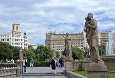卡塔龙尼亚广场看法在巴塞罗那,西班牙 一些多数重要街道和大道集会在这里 商业中心和崇拜 免版税图库摄影