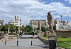 卡塔龙尼亚广场看法在巴塞罗那,西班牙 一些多数重要街道和大道集会在这里 商业中心和崇拜 免版税库存图片