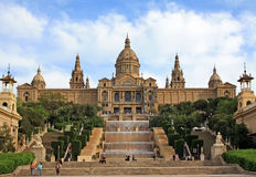 卡塔龙尼亚的全国美术馆的大厦在巴塞罗那 免版税库存图片
