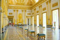 卡塞尔塔宫殿,有位于卡塞尔塔的一个巨大公园的一王宫 库存图片