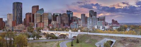 卡尔加里,亚伯大,日落的加拿大地平线  免版税库存照片