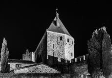 卡尔卡松中世纪堡垒夜图、老墙壁和塔h 图库摄影