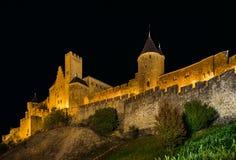 卡尔卡松中世纪堡垒夜图、老墙壁和塔h 免版税图库摄影