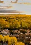 卡尔卡松郊区在秋天颜色在金黄几小时阳光 免版税库存照片