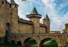 卡尔卡松,一个小山顶镇在南法国,是联合国科教文组织世界遗产名录站点著名为它的中世纪城堡 库存图片