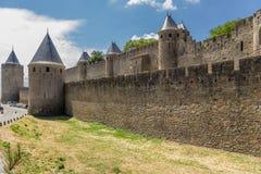 卡尔卡松,法国堡垒  防御墙壁两行  免版税图库摄影