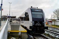卡尔图济,波兰- 2017年11月11日:新的现代城市间的火车 免版税库存照片