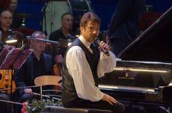 卡尔文琼斯和Dnipro交响乐团的乐队 库存照片