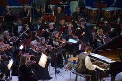 卡尔文琼斯和Dnipro交响乐团的乐队 免版税图库摄影