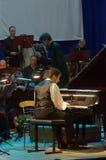 卡尔文琼斯和Dnipro交响乐团的乐队 免版税库存照片