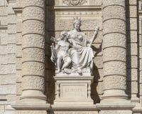 卡尔scultped的欧罗巴Kundmann,自然历史博物馆的前面,玛丽亚Thiersien普拉茨,维也纳,奥地利 免版税库存图片