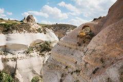 卡帕多细亚小山的美丽的景色  其中一土耳其的视域 旅游业,旅行,美好的风景,自然 免版税库存照片