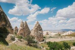 卡帕多细亚小山的美丽的景色  其中一土耳其的视域 旅游业,旅行,美好的风景,自然 免版税图库摄影