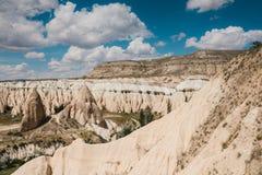 卡帕多细亚小山的美丽的景色  其中一土耳其的视域 旅游业,旅行,美好的风景,自然 库存图片