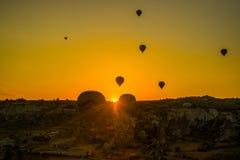 卡帕多细亚的巨大旅游胜地-迅速增加飞行 卡帕多细亚知道环球作为其中一个最佳的地方飞行 库存图片