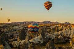 卡帕多细亚的巨大旅游胜地-迅速增加飞行 卡帕多细亚知道环球作为其中一个最佳的地方飞行 免版税库存照片