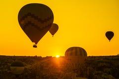 卡帕多细亚的巨大旅游胜地-迅速增加飞行 卡帕多细亚通认环球作为一个最好 库存图片