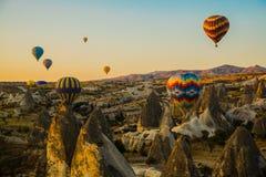 卡帕多细亚的巨大旅游胜地-迅速增加飞行 卡帕多细亚通认环球作为一个最好 免版税库存照片