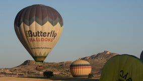 卡帕多细亚的巨大旅游胜地-迅速增加飞行 盖帽 小山,秀丽 影视素材