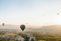 卡帕多细亚的著名旅游胜地航空小队 卡帕多细亚通认全世界作为一个最好 免版税库存图片
