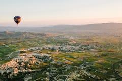 卡帕多细亚的著名旅游胜地航空小队 卡帕多细亚通认全世界作为一个最好 库存图片