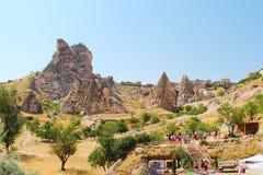 卡帕多细亚Uchisar城堡、古老村庄和自然风景在Goreme,土耳其 免版税库存图片