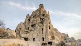 卡帕多细亚,土耳其- 2014年11月15日:独特的地质结构全景在卡帕多细亚,土耳其 免版税库存照片