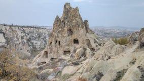 卡帕多细亚,土耳其- 2014年11月15日:独特的地质结构全景在卡帕多细亚,土耳其 库存图片