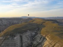卡帕多细亚-土耳其- 2016 5月02日,在卡帕多细亚,土耳其的热空气气球 免版税库存照片