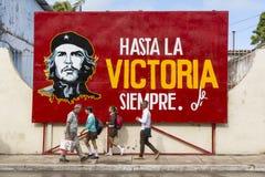 卡德纳斯,古巴- 2015年11月26日:与切・格瓦拉的路牌 库存图片