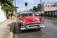 卡德纳斯,古巴- 2015年11月26日:葡萄酒汽车老朋友 免版税图库摄影