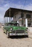 卡德纳斯,古巴- 2015年11月26日:葡萄酒汽车老朋友 免版税库存照片