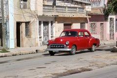 卡德纳斯,古巴- 2015年11月26日:葡萄酒汽车老朋友 库存图片