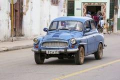 卡德纳斯,古巴- 2015年11月26日:葡萄酒汽车老朋友 免版税库存图片
