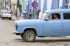 卡德纳斯,古巴- 2015年11月26日:葡萄酒汽车老朋友 库存照片