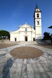 卡德雷扎泰在老教会封锁了砖塔边路 免版税库存照片