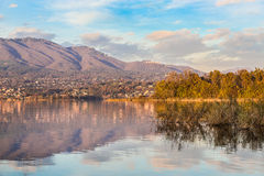 从卡扎戈布拉比亚,瓦雷泽,意大利省的瓦雷泽湖  库存照片