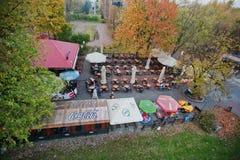 卡托维兹,波兰- 2014年10月24日:街道酒吧w鸟瞰图  免版税库存照片