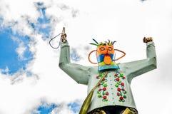 卡扬贝火山,厄瓜多尔- 2017年9月05日:在一个金属行星的金属人纪念碑,位于市卡扬贝火山 库存图片
