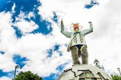 卡扬贝火山,厄瓜多尔- 2017年9月05日:在一个金属行星的金属人纪念碑,位于市卡扬贝火山 免版税图库摄影